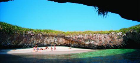 photoEscudo_Islas_Marietas_una_aventura_ecologica_playaescondidaheader-2