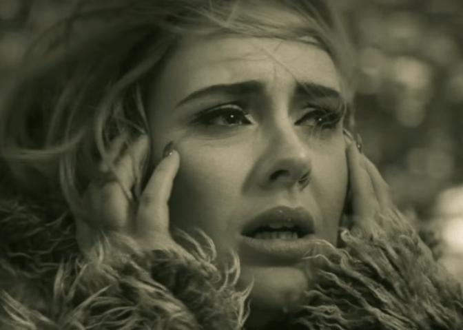 Adele ayuda a evitar una estafa por internet